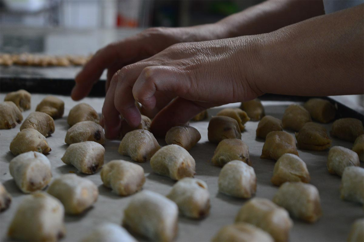Preparazione dei dolci sardi: i papassini